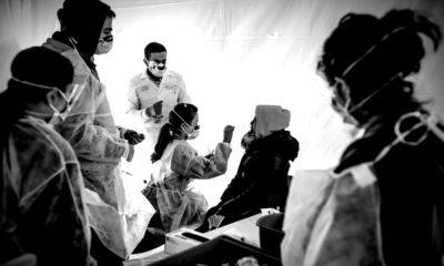 Các bác sĩ ở bệnh viện St. Bamabas, New York, Mỹ, ngày 24/3/2020. Ảnh: Getty Images.