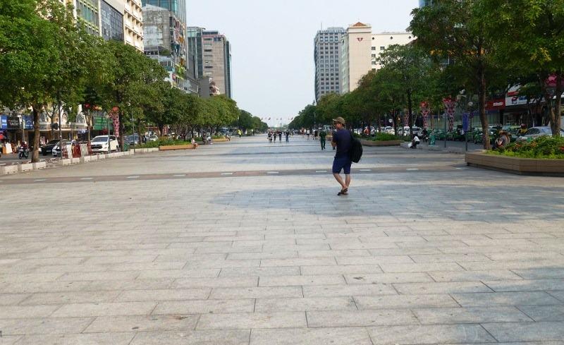 Phố Nguyễn Huệ (TP. Hồ Chí Minh) vắng vẻ trong thời kỳ dịch bệnh. Ảnh: Báo Quốc tế.