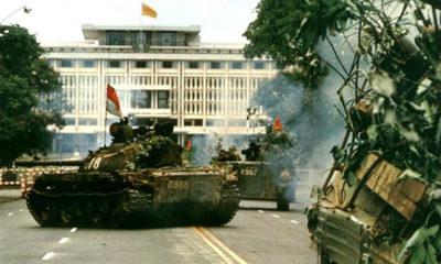 Xe tăng của Quân Giải phóng tiến vào Dinh Độc Lập, ngày 30/4/1975. Ảnh: Chưa rõ nguồn.