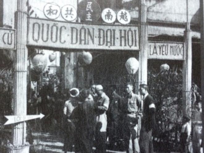 Chuẩn bị bầu cử Quốc hội khóa I tại ngõ Phất Lộc (Hà Nội) năm 1946 - Ảnh: Thanh Niên.