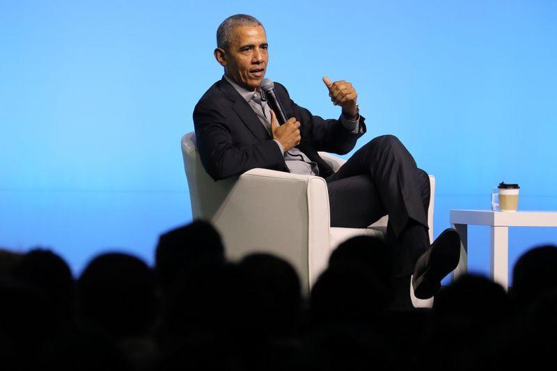 Cựu tổng thống Mỹ Barack Obama nói chuyện tại một sự kiện của Obama Foundation ở Malaysia. Ảnh: Reuters.