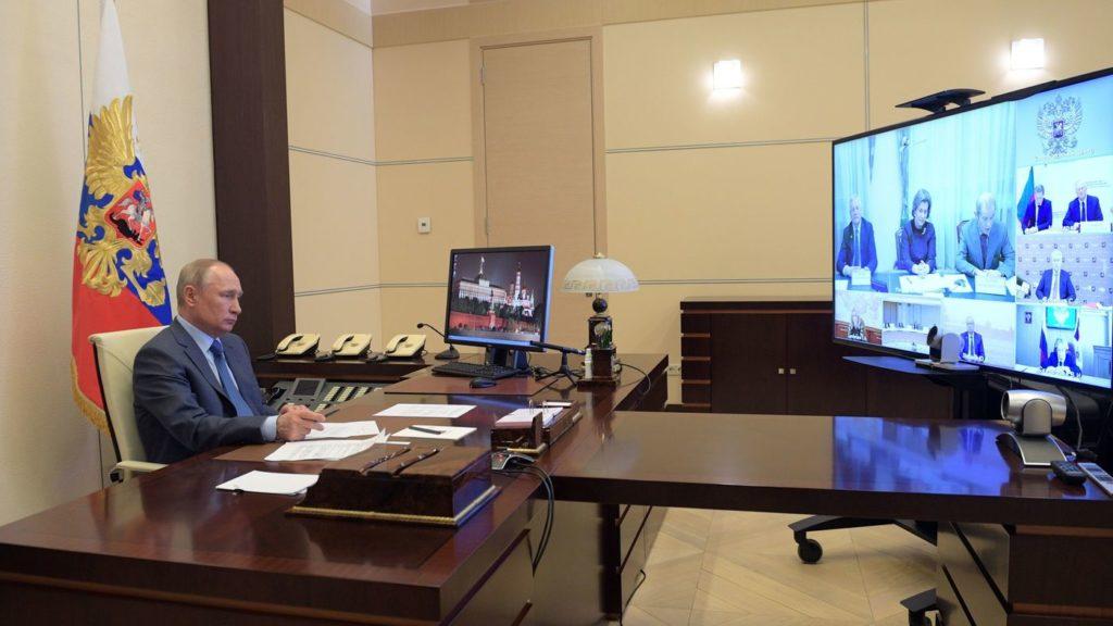 Tổng thống Putin trong một cuộc họp với quan chức Nga. Ảnh: Getty.
