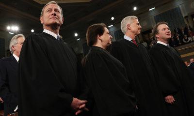 Chánh án John Roberts (trái) cùng các thẩm phán Tối cao Pháp viện Hoa Kỳ tham dự phiên báo cáo Thông điệp Liên bang của Tổng thống Donald Trump tại Quốc hội ngày 4/2/2020. Ảnh: AP.