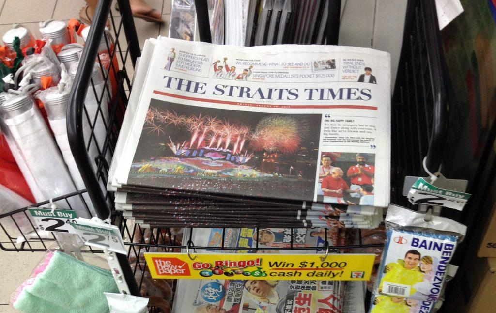 Một sạp báo in ở Singapore. Ảnh: SPH.