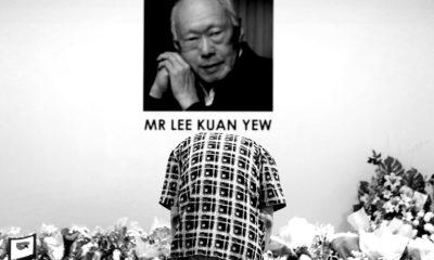 Một người dân Singapore đến viếng đám tang cố thủ tướng Lý Quang Diệu năm 2015. Ảnh: AP.