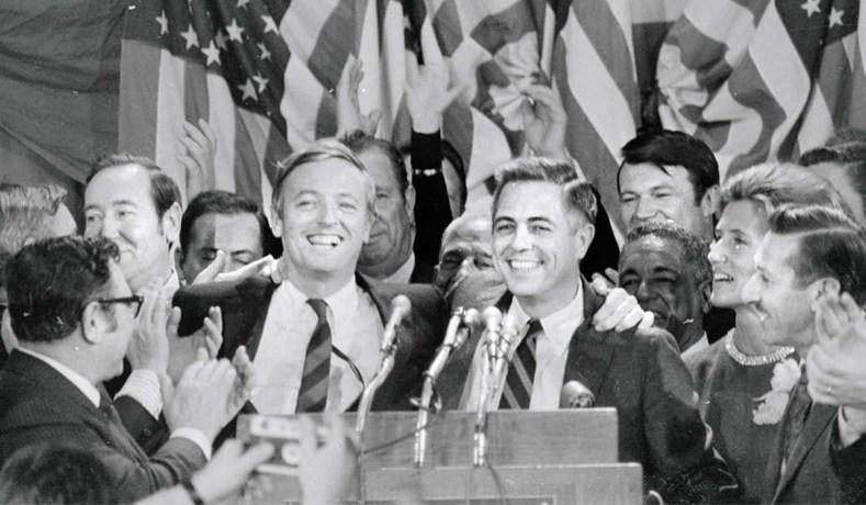James Buckley (phải) trong đêm bầu cử ở New York, 3/11/1970. Ảnh: National Review.