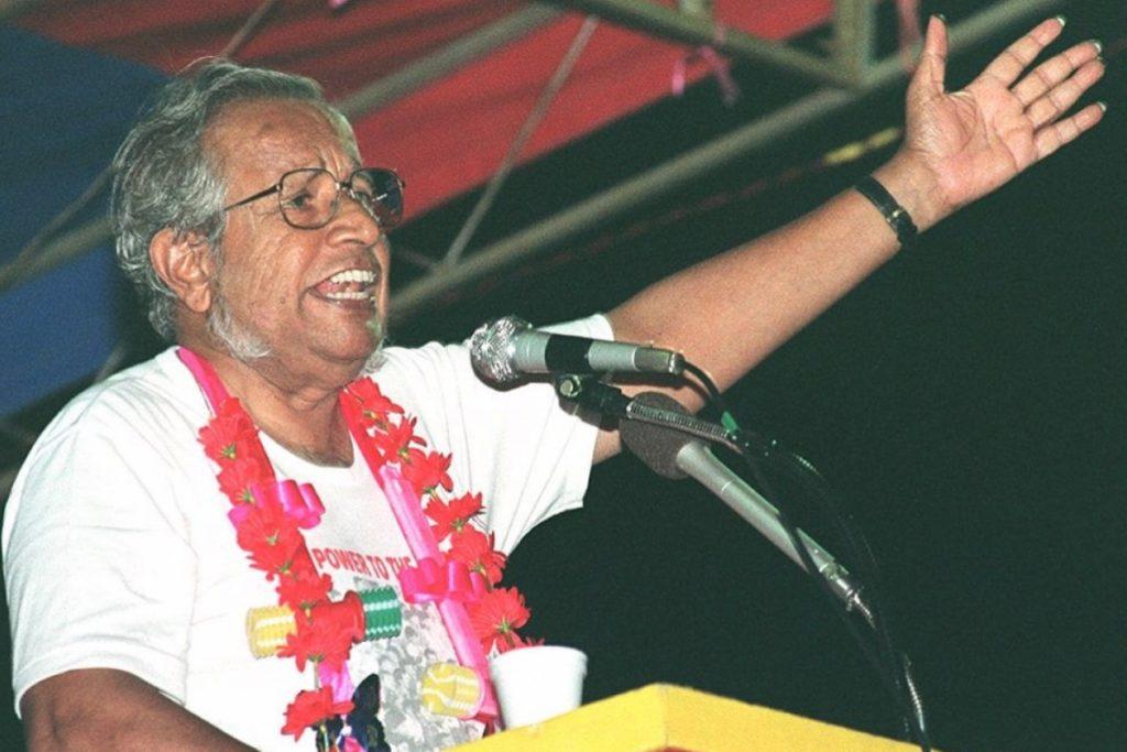 Ông  J.B Jeyaretnam (Đảng Công nhân) trong một cuộc mít-tinh năm 1996. Ảnh: AFP.