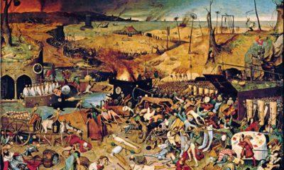 """Dịch bệnh """"Cái chết đen"""" (The Black Death) ở châu Âu. Tranh vẽ năm 1562 của Pieter Bruegel the Elder, có tên """"The Triumph of Death"""". Nguồn: ORONOZ/ALBUM/National Geographic."""
