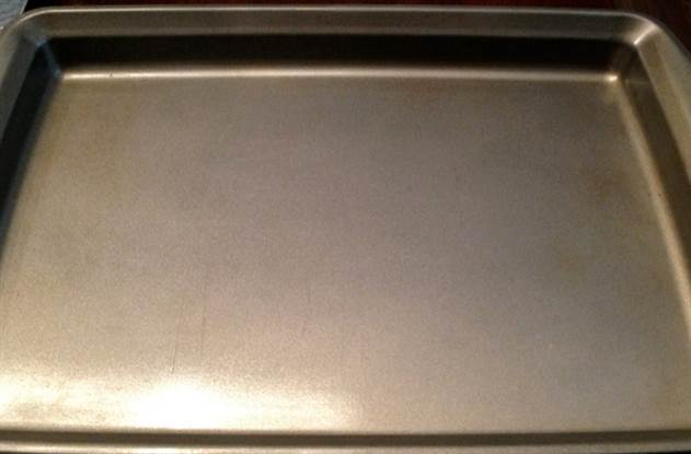 Смешиваем соль с маслом и сыпем на чугун: трюки очистки кухни
