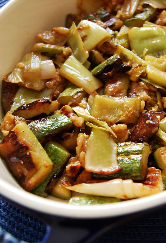 Salada morna de alho poró e abobrinha
