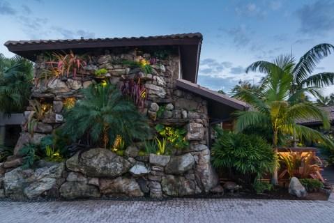natural-rock-waterfall-pool-siesta-key-rock-veneer-wall