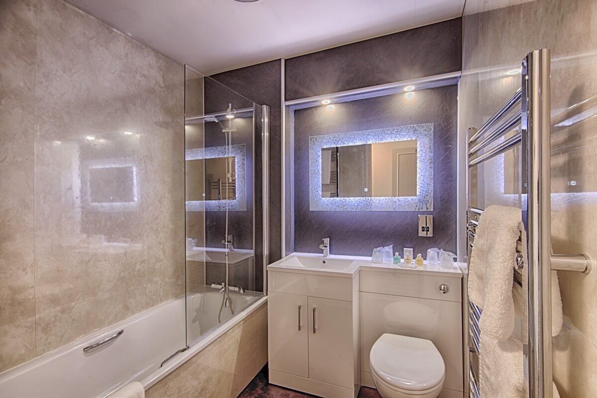 Stylish En-Suite Bathrooms To Superior Sea-Facing Rooms