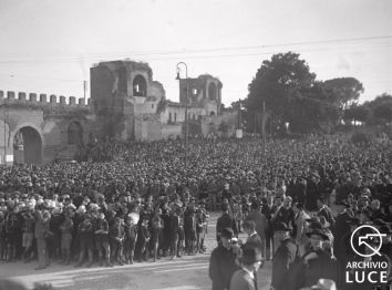 La folla alla cerimonia in piazza San Giovanni