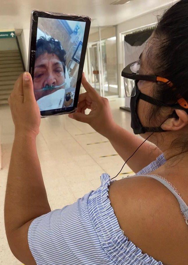 Dan tabletas a pacientes con Covid para hacer videollamadas a familiares