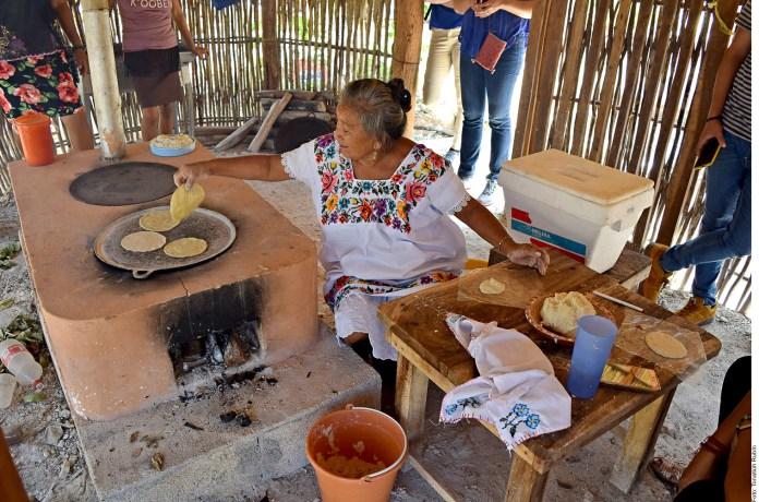 'Prende' Canadá cocinas de comunidades mayas