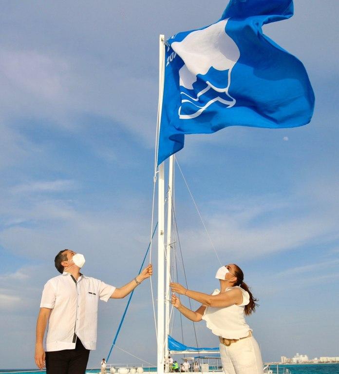Reciben diez playas de Cancún distintivo 'Blue Flag'