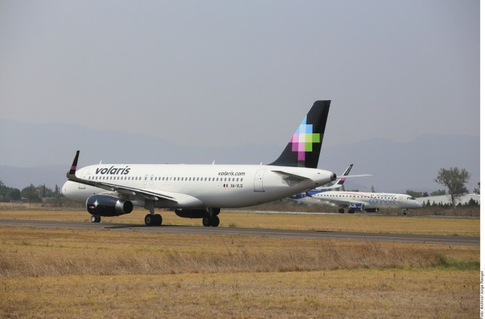 Retrasa Volaris pago de renta de aviones