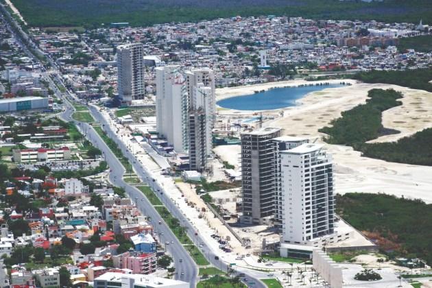 Promovida desde el Ayuntamiento para abaratar las redes de servicios básicos, en la década del 2000 se autorizó la construcción de rascacielos, con una altura máxima de 20 pisos.