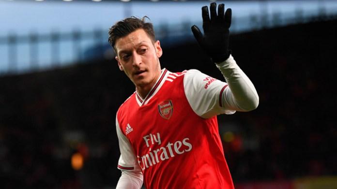 Explota Özil contra el Arsenal