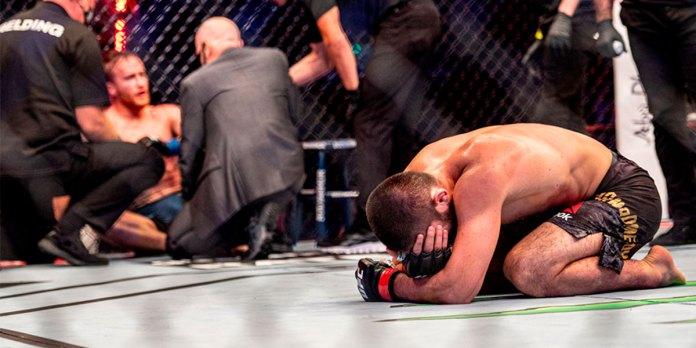 Khabib peleó con el pie roto en UFC 254