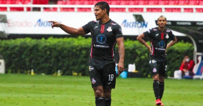Rompe 'Charol' Reyes marca de 300 partidos