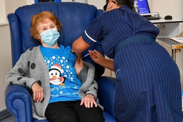 Aplica Reino Unido primeras vacunas contra el Covid-19