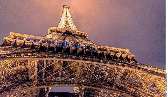 Impone Francia toque de queda hasta fin de año