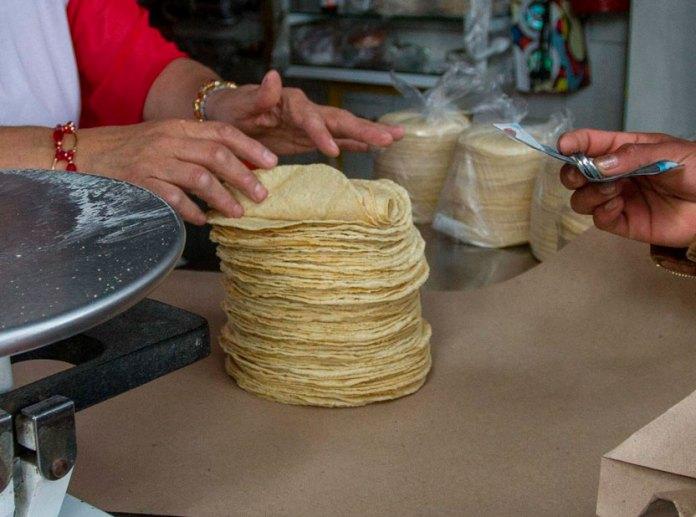Sube precio de la tortilla; llega a 20 pesos