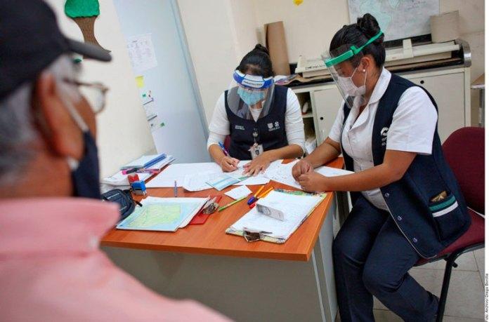 Ganan menos las mujeres también en sector salud