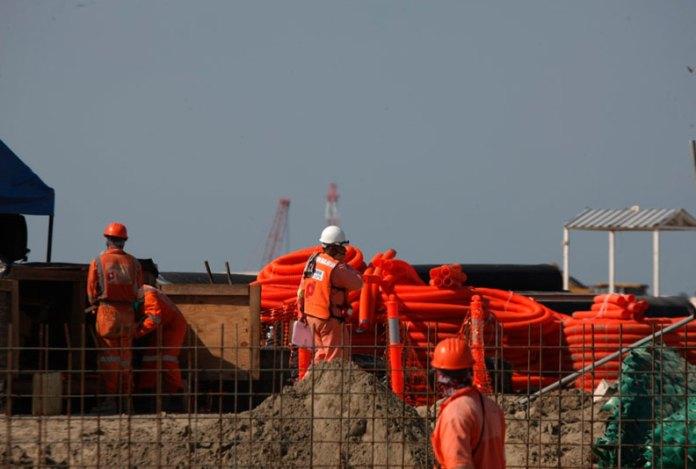 Hacen trabajadores paro en Dos Bocas