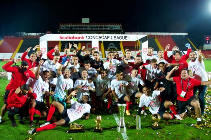 Gana Daniel Arreola su primer campeonato con Alajuelense
