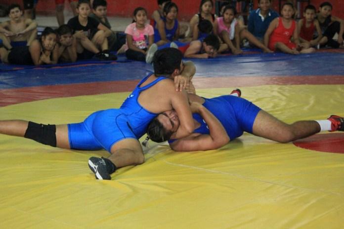 Ganan luchadores de QR medallas en torneo nacional