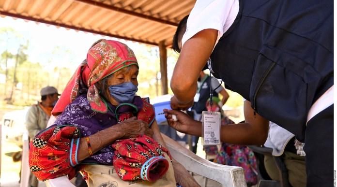 Ordena juez aplicar vacuna a indígenas