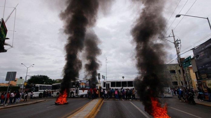 Vandalizan en Oaxaca; apoyan a normalistas
