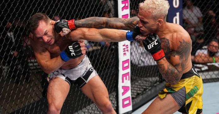 Gana Charles Oliveira título de peso ligero en UFC