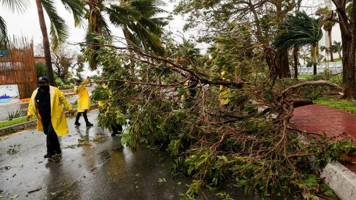 Entregan municipios programas preventivos para huracanes