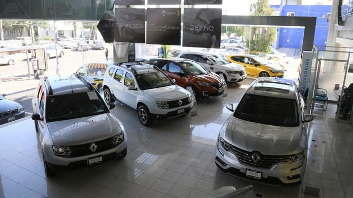 Se aceleran precios de autos; suben 4%