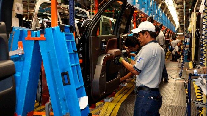 Caen autos 15.84%, la peor producción