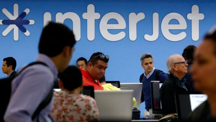 Dan batalla pasajeros afectados por Interjet