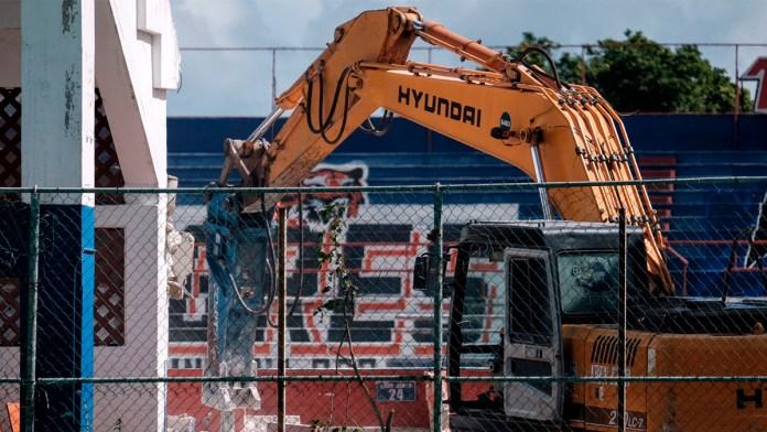 Inicia demolición del Beto Ávila, casa de Los Tigres de Quintana Roo