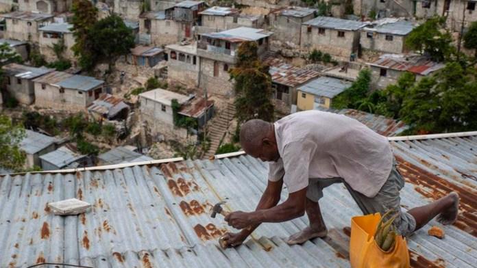 Evacúan en Cuba a 70 mil por Elsa