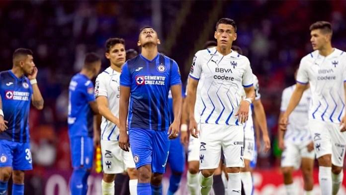 Doble vergüenza para el Cruz Azul en el Azteca