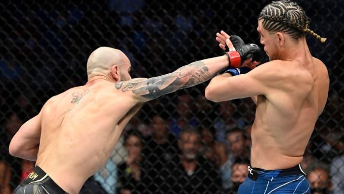 Extienden Volkanovski y Shevchenko racha de defensas en UFC 266