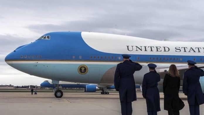 Construyen Air Force One entre tequila