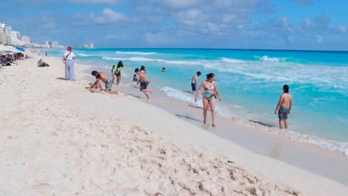 Quintana Roo a semáforo amarillo; aumentan aforos