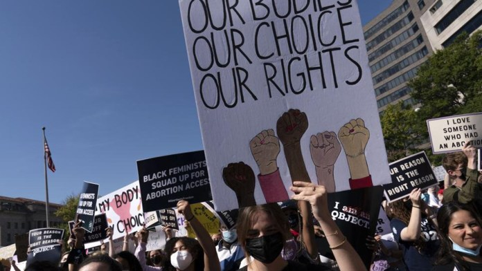 Marchan mujeres en Estados Unidos por aborto