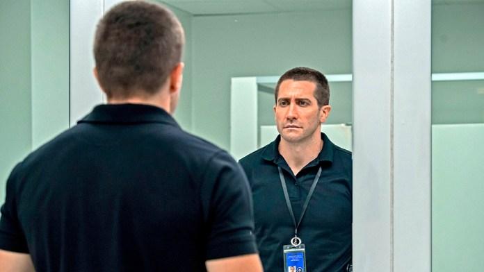 Vive Jake Gyllenhaal carrera contra reloj en 'Culpable'