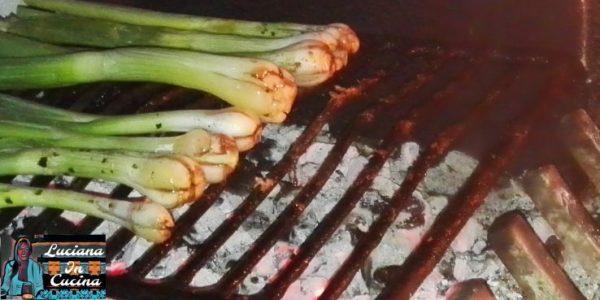 Se avete il camino, porli sulla brace ben calda e cuocerli dai 15 ai 20 minuti, altrimenti va benissimo un barbecue oppure una piastra per cuocere sul fornello.