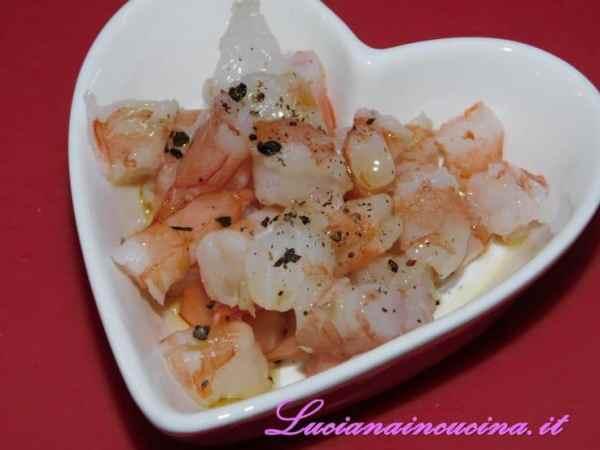 Metterle a marinare in olio, sale e pepe fino al completamento del piatto.