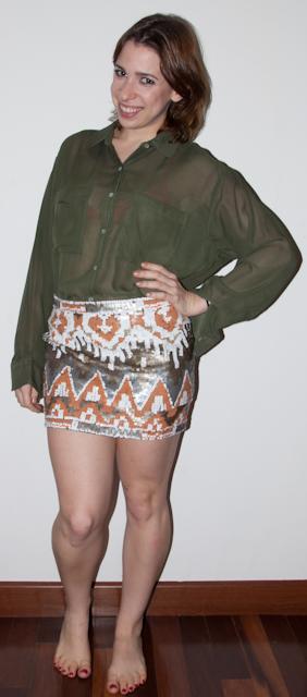Look de balada, como usar saia de paete e blusa transparente de chiffon com top